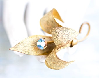 Golden Leaf Brooch - Antique Lapel Pin - Vintage Jewelry
