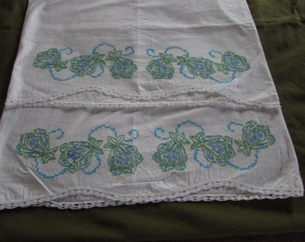 Vintage Embroidered Pillowcase - Set of 2 - Floral Embroidery on White cotton Pillowcases - FREE SHIPPING