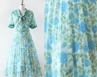 Rose Print Dress / 1950s Dress / Green and Blue Floral Print Dress / 1950s Pleated Flower Print Dress / Rose Print Dress