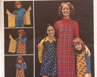 Butterick 6875 , Size Small 8-10, Misses' Reversible Jumper Pattern, UNCUT, Wrap and Go Jumper, Vintage, 1970's, Easy