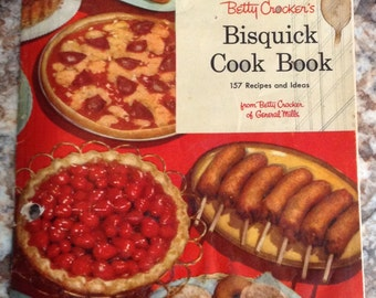 vintage  1956  Betty Crocker bisquick cook book 157 recipes and ideas