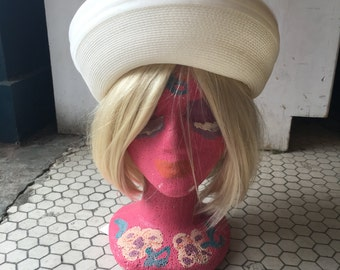 Adorable Creamy White Vintage Hat