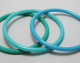 Plastic Bangle Bracelets - Vintage Bangles - Kitsch Mod Opaque Set of 3 -Teal, Turquoise and Aqua - Vintage Bracelets