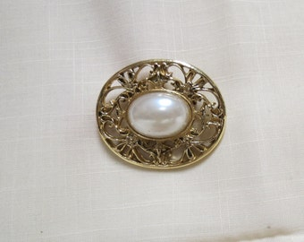 Vintage Brooch Faux Pearl Gold Tone Pierced Setting