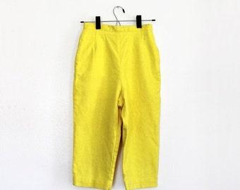 "ON SALE Vintage 1950s Yellow Capris / Pedal Pushers / 50s High Waist Jantzen Capri Pants / Extra Small 24"" Waist"