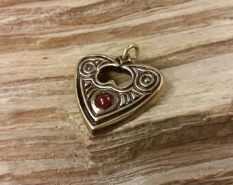 01.135.BZ/CA  Raven Heart Pendant Bronze and Carnelian