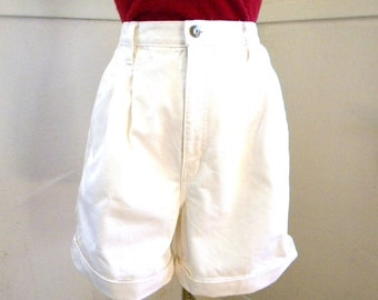 Cute High Waisted 80s Denim Shorts / White Denim Bill Blass Jeans Shorts Cuffed Pleated Size 12 14 M / Summer Shorts Preppy Tennis
