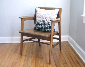 Vintage Mid Century Oak Wooden Chair - Solid Wood - Sturdy & Comfortable