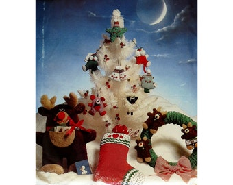 Christmas Stocking, Ornaments, Pattern, Butterick 6053, Vintage Christmas Patterns, Fabric Wreath, Make a Moose for Christmas