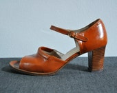 Vintage 70s Caramel Brown Leather Ankle Strap Open Toe Pumps Size 9