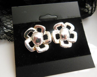 "Retro Vintage 1980s Silver Tone Metal 3/4"" 18.5mm Flower Pierced Earrings"