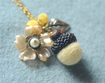 Needle felted acorn necklace, woodland theme acorn and flower necklace, pale yellow color, whimsical jewelry, gift under 15