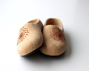 SALE Slippers from natural merino wool - beige felted women slippers with brown dandelion