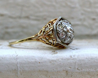 Pretty Vintage Filigree 14K Yellow Gold Diamond Engagement Ring - 0.39ct.