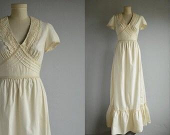 Vintage 70s Maxi Dress / 1970s Long Cream Cotton Lace Boho Wedding Dress / Young Edwardian