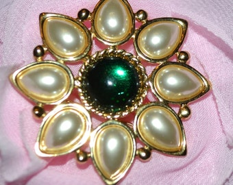 VIntage Napier Pearl Flower  pin brooch, Gold-Tone with a green round stone in center, signed Napier F90