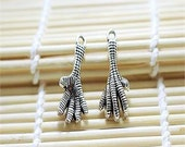 1 Chicken Foot Charm, Talon Claw Charm 26 x 13 mm Tibetan Silver Double Sided 3D  - sc125