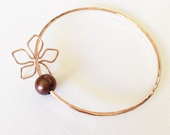 Bangle Tiare - chocolate pearl bangle - tiare charm bangle - hawaiian jewelry (B286)