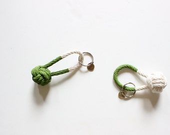 Rope Knot Keychain / hand painted green