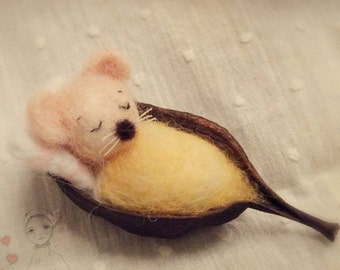 Felted mouse -Wool Felt  - Needle felted mouse - Felted animal -  Soft Sculptute  - Needle felting - Toys for Blythe - Handmade art