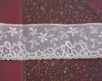 """1 Yard Antique Floral Chantilly Lace Trim - Dark Cream/Light Ecru with Picot Edge - 2"""" Wide - As Found - NOS Vintage Supplies, Sewing"""