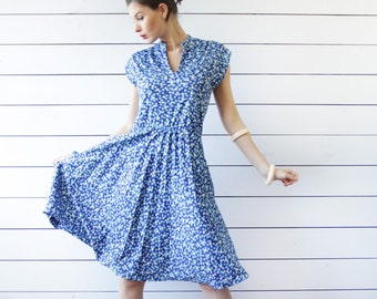 Italian vintage simple blue white dot print sleeveless slim fitted wrap V neck knee length shift midi dress S