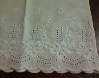 Placemats Pale Yellow Eyelet Vintage Floral Adorable Pair Set of 2 Daisy Cottage Shabby Chic