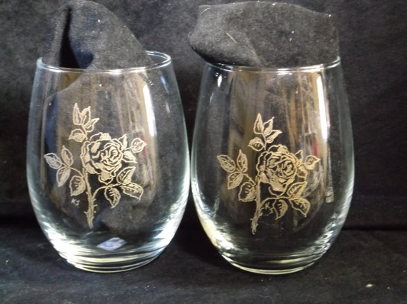 set of 2 Rose hand engraved stemless wine glasses, etched rose wine glasses, 2 stemless wine glasses with gold fill
