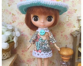 """Petite Blythe / Little Dal Outfit : """"Wow Girl Set"""" (Dress and Crochet hat)"""