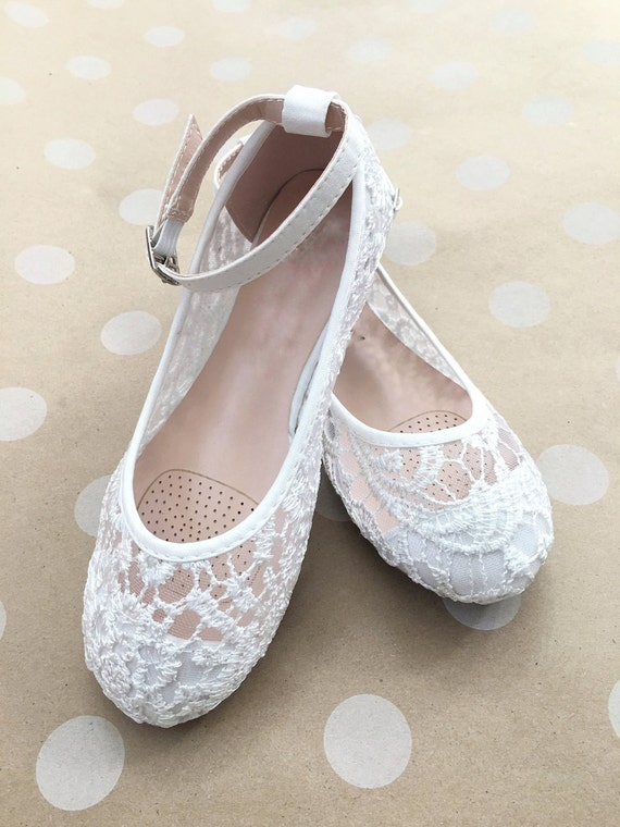 Shop our latest collection of Flower Girl Shoes and get elegant and comfortable soles for babies, toddlers, and bigger girls! You'll find a large selection of ballet flats, slippers, Mary Jane style or items with heels, in ivory, white, red, blue, pink, silver or with adorable gold accents, pearls, bows or .