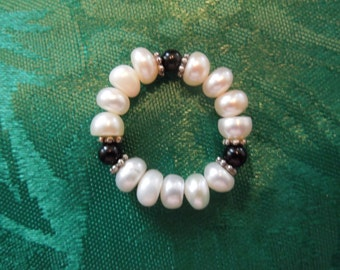 Vintage Pearl Ring, Cultured Pearls with Black Onyx, Excellent Condition