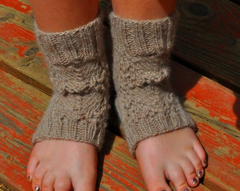 Yoga socks, knitting pattern - Focus - Chunky fan lace Yoga Socks instant download