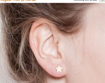 BIG SALE Sale, gold stud earrings: Tiny star earrings.