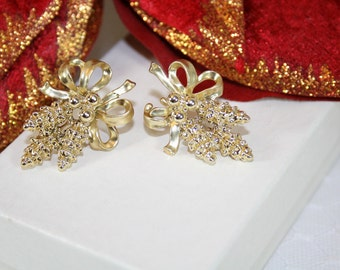 Vintage Christmas Earrings Goldtone Christmas Earrings Pretty Christmas Earrings Classic Christmas Style Gifts for Her