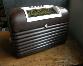 1950s Bush DAc10 Bakerlite Radio , nice condition looks complete,for display use only