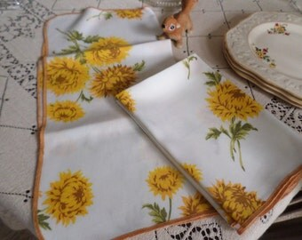 Four Vintage Fall Yellow Mums Cotton Table Napkins/Linens-Beautiful