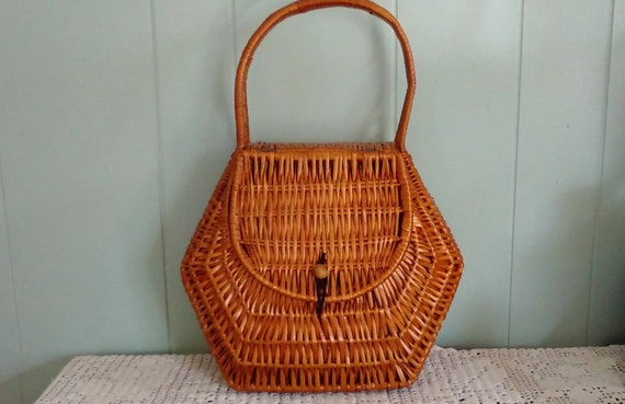 Wicker Basket With Hinged Lid : Wicker basket with hinged lid makes great hanging storage