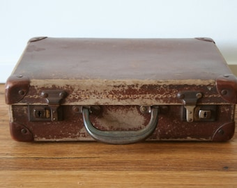 Vintage suitcase.  Small Brown Travel Bag.