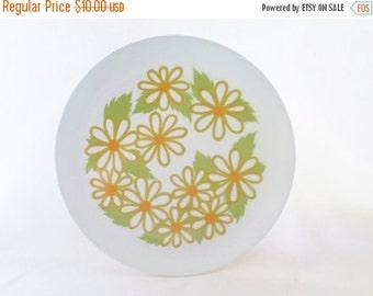 ON SALE Vintage, 1970's, Texas Ware, Melmac Dinner Plates, Daisies, Flower Power, Flowers, Green, Orange, Harvest Gold, Set of Four, Retro,