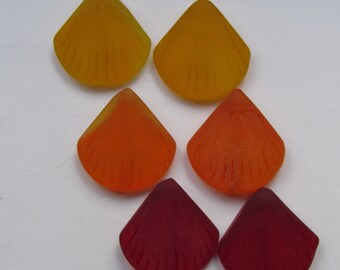 SEA GLASS BEADS 19x21mm Shell Yellow Orange Red Length Drilled 6 pc flat triangle beach jewelry
