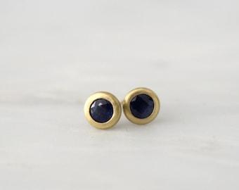 Matte Finish Cornflower Blue Sapphire Bezel Stud Earrings in 18K Yellow Gold