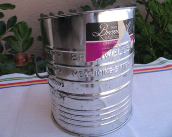 SALE - Vtg Bromwell's Measuring-Sifter - Five Cups - Country Cottage - Kitschy Kitchen
