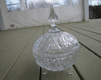clear candy dish with top small chip on tip