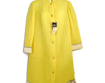 Vintage ladies 3/4 sleeves quilted yellow button down housecoat with tags