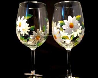 Hand Painted Wine Glasses- White Daisy- Wine Glasses- Gift for her- Gifts for Women- Painted Wine Glasses- Set of 2