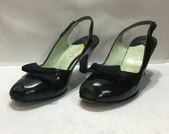 1950's Black Patent Leather Pumps (Size 7.5 A / Palter DeLiso)