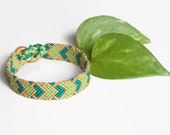 "Macrame friendship bracelet with heart pattern, valentines / anniversary gift, unisex adult bracelet ""hearts"", 15 cm (5,9 inches)"