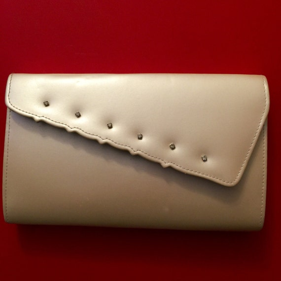 vintage clutch bag cream pearlescent purse claw set diamante design chain cross body strap 1950s look 1980s