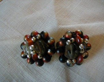 Lovely clip earrings in very good vintage condition.