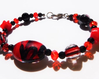 Beaded Glass Bracelet in Red and Black